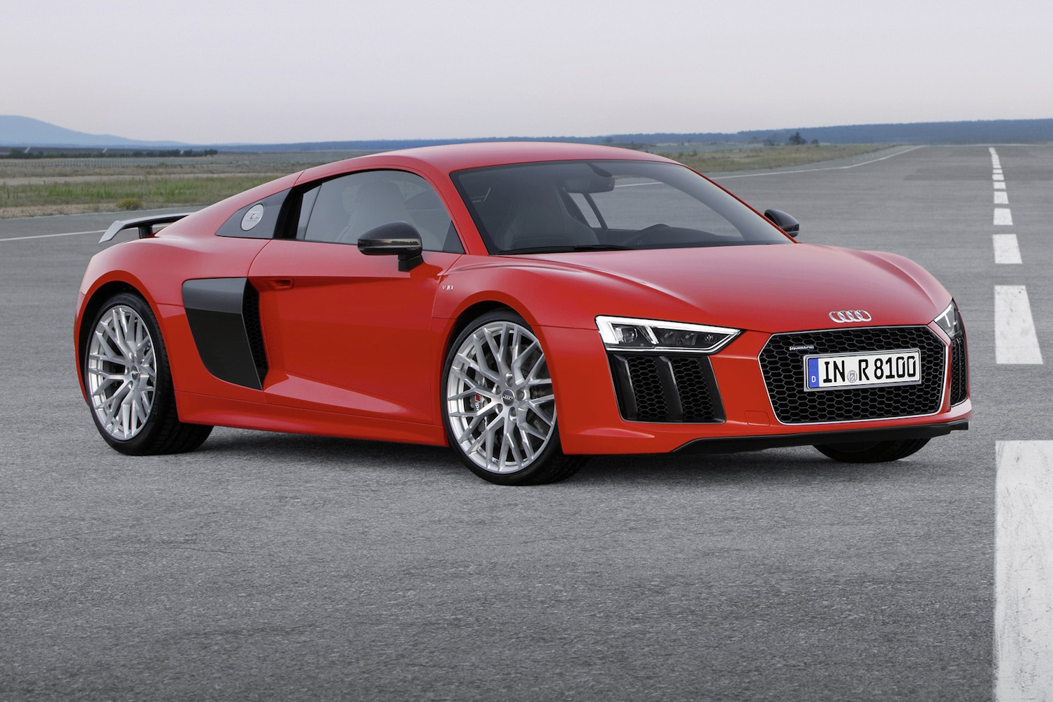 neuer audi r8 f hrt an den start. Black Bedroom Furniture Sets. Home Design Ideas